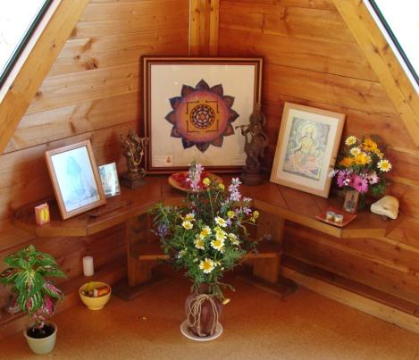 Yoga altar3
